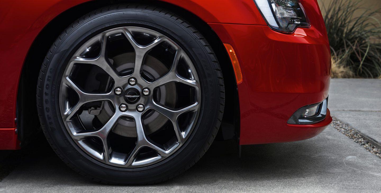 2018 Chrysler 300S hyper black painted wheels