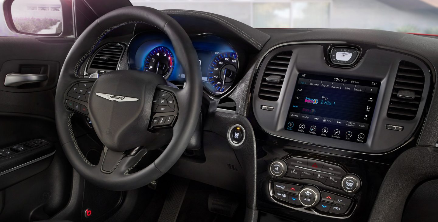 2018 Chrysler 300S dashboard
