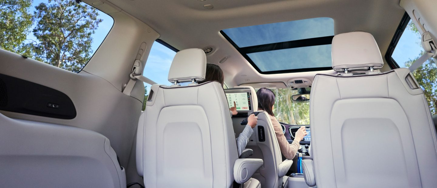 2019-pacifica-interior-hero1